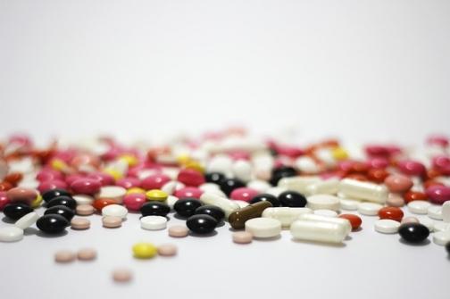 Imagem notícia Publicada lei que equipara similares a medicamentos genéricos