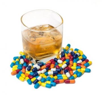 Imagem notícia Medicamentos e álcool, uma combinação que merece atenção